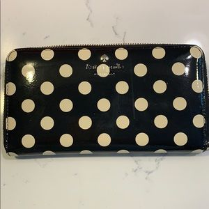 Kate Spade Lacy patent leather wallet w red lining